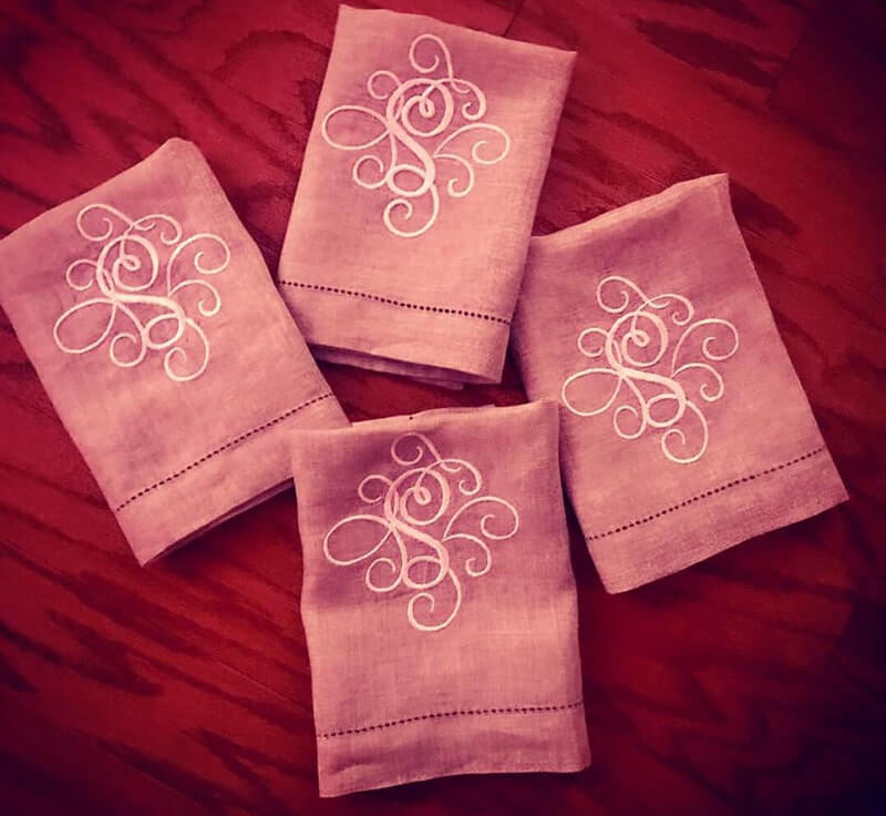 scroll letter embroidery design on napkin